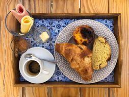 Lisbon-Food---Restaurants-Keynote-PDF.pdf