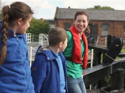 Travel and transport on rivers and canals by CanalAndRiverTrust