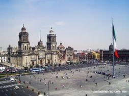 La Ciudad de México (1) , Coyoacán (2), la calle Madero (3); 3 interdisciplinary units - Beginners 1
